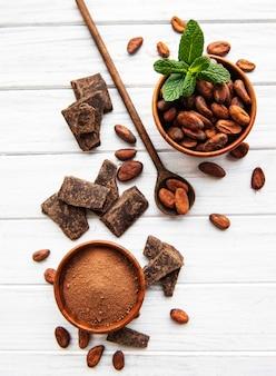 Cacao en polvo y frijoles