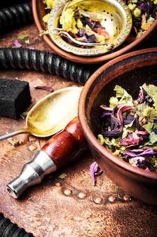 Cachimba asiática de tabaco con aroma a té floral.