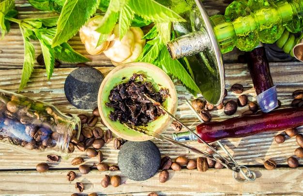 Cachimba, sabor a tabaco de las bayas. enfoque selectivo