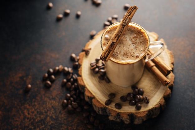 Café canela bebida con leche