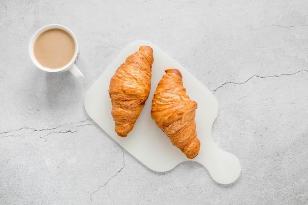 Café y croissants
