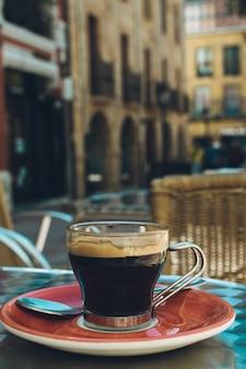Café exprés en una terraza.