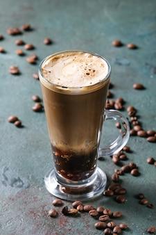 Café expreso con agua con gas.