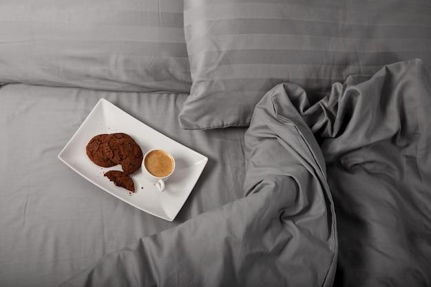 Café de la mañana en la cama