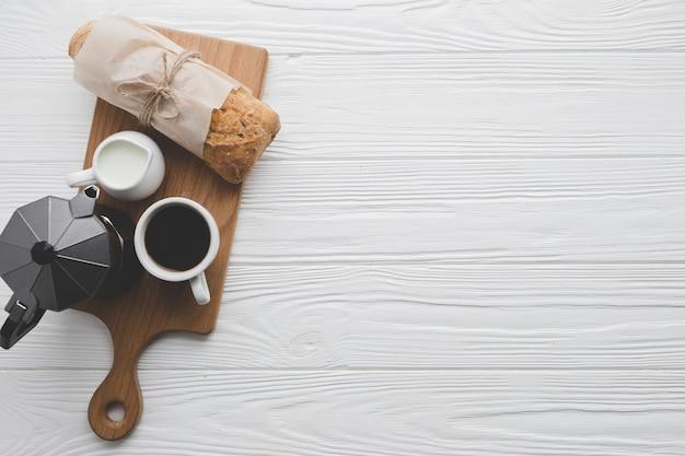 Café y pan a bordo
