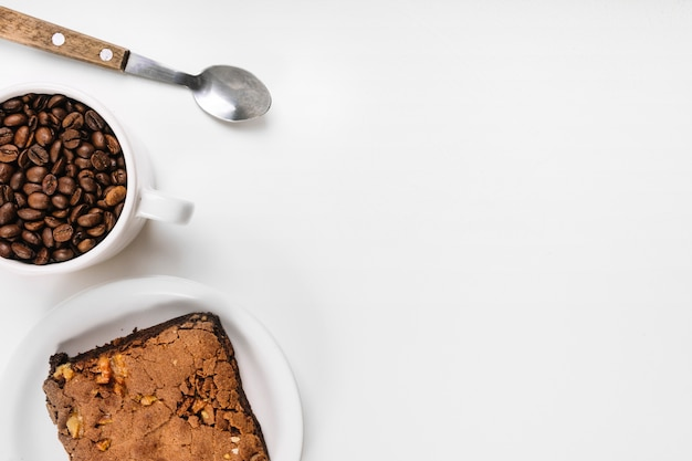 Café, pastel y cuchara