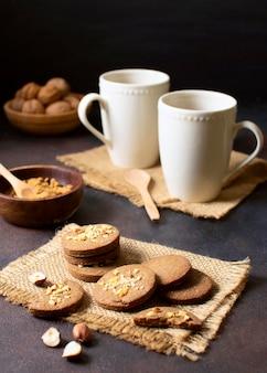 Café y postre hermoso y delicioso