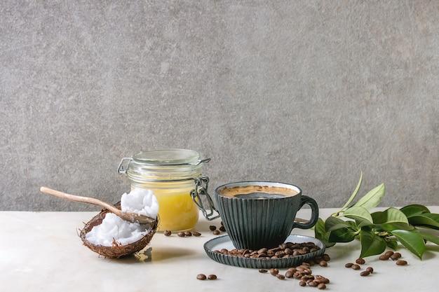 Café a prueba de balas con mantequilla.