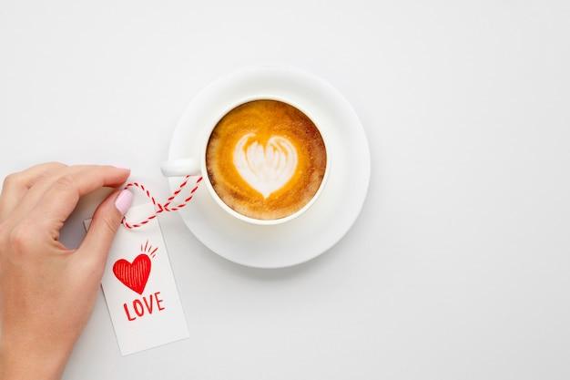 Café sabroso con etiqueta de amor