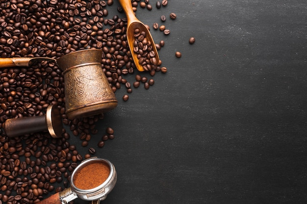 Café tostado en grano con espacio de copia