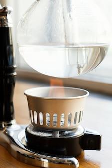 Cafetera con agua