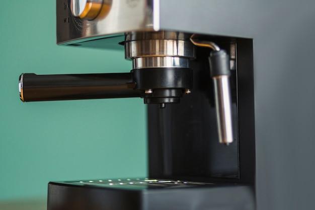 Cafetera espresso con filtro insertado