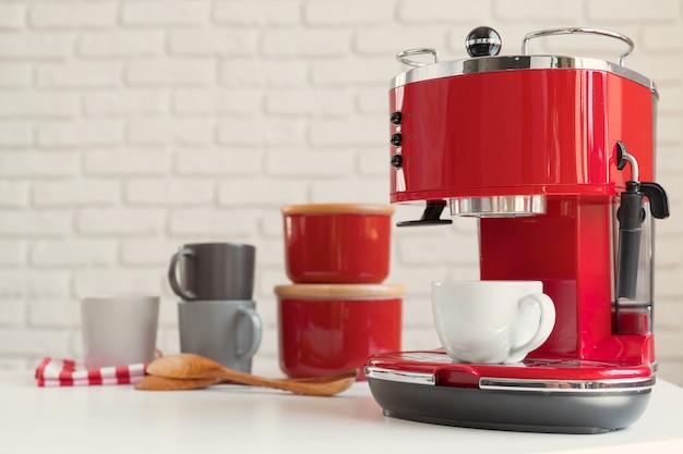 Cafetera de estilo retro rojo