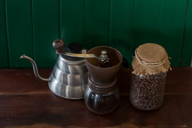 Tetera fotos y vectores gratis - Cafetera con molinillo incorporado ...