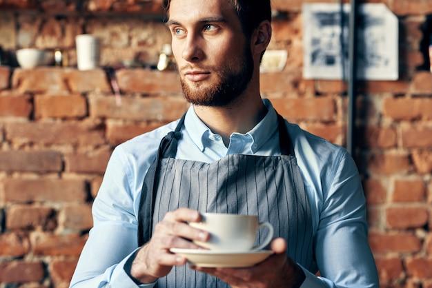 Cafetería barista taza de café trabajo profesional