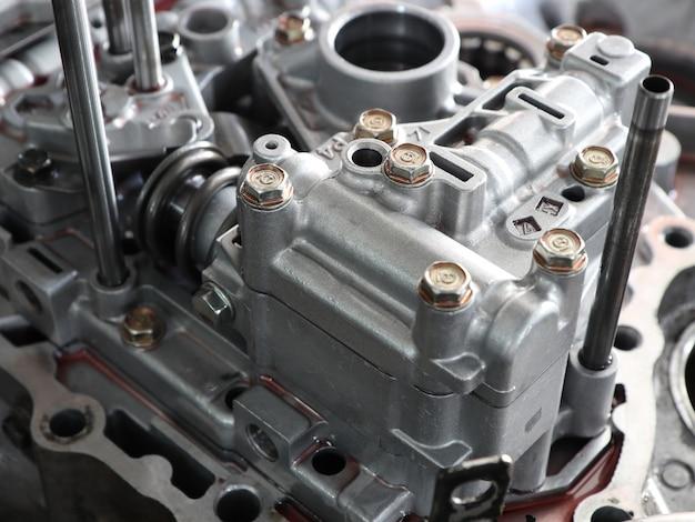 Caja de aluminio y piezas de transmisión de engranajes de coche.