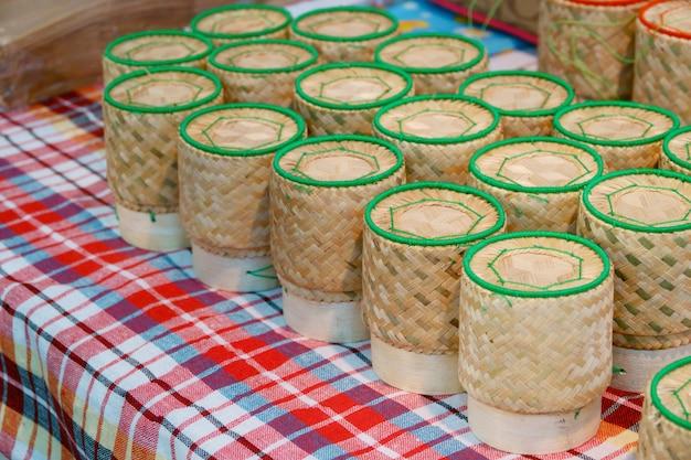 Caja de bambú para arroz pegajoso.