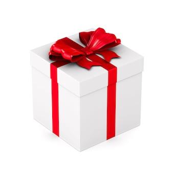 Caja blanca con lazo rojo sobre espacio en blanco