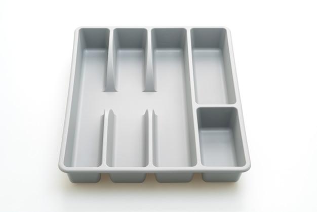 Caja de cocina para cubiertos aislado sobre superficie blanca
