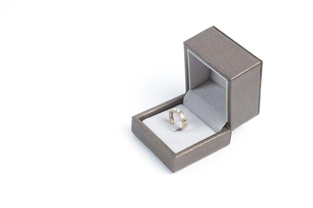 Caja con anillo
