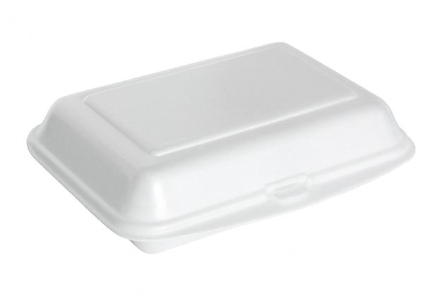Caja de espuma de poliestireno blanca aislada en blanco con trazado de recorte
