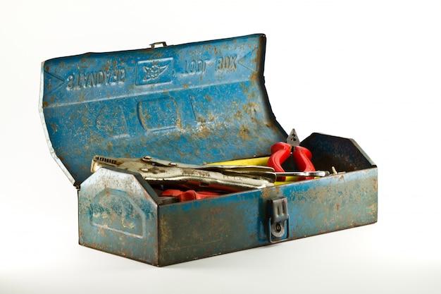 Caja de herramientas azul - aislados en fondo blanco.