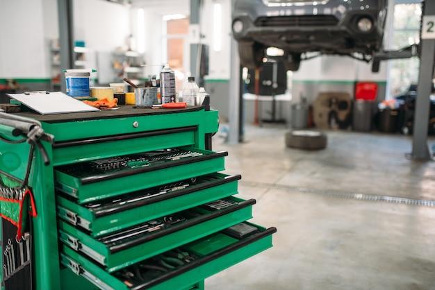 Caja de herramientas para servicio de automóviles con estantes extraíbles