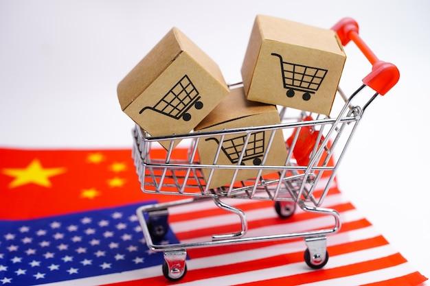 Caja con el logo del carrito de compras y la bandera de estados unidos, américa y china.