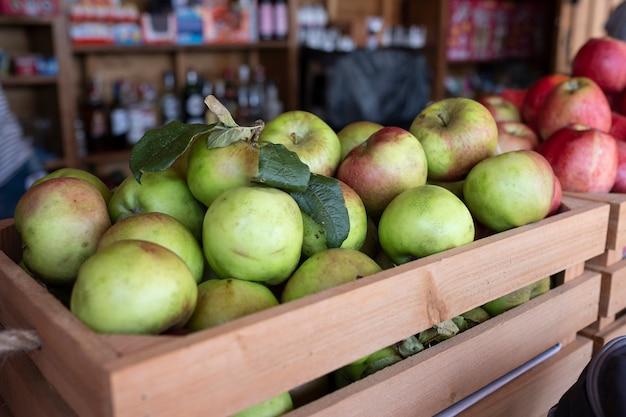 Caja de lotes de manzana para la producción de sidra.