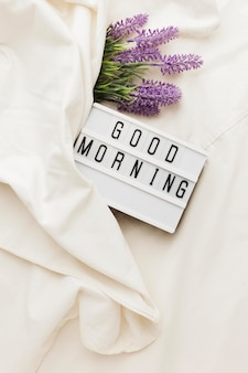 Caja de luz con mensaje de buenos días