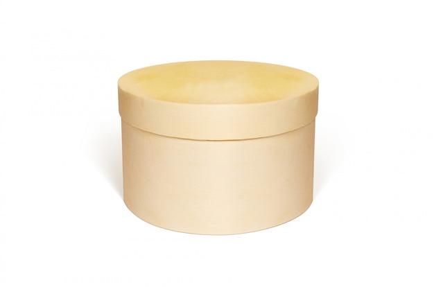 Caja de madera en blanco redonda maqueta hasta aislado