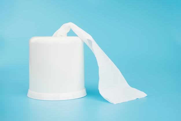 Caja de papel de seda aislada