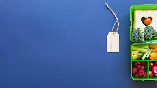 Caja plana con lonchera de etiqueta con cuerdas