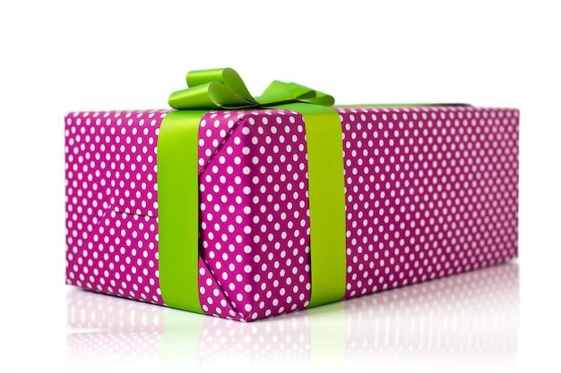 Caja de regalo aislada