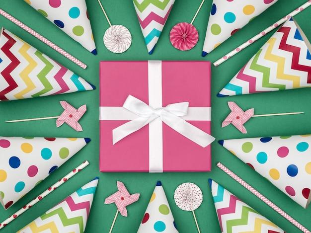 Caja de regalo con artículos de fiesta en colores de fondo