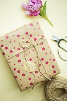 Caja de regalo beige
