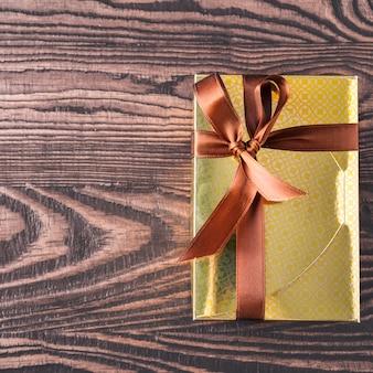 Caja de regalo de caramelos de chocolate. vista superior. espacio para texto