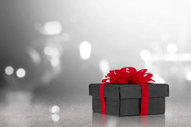 Caja de regalo con cinta roja o