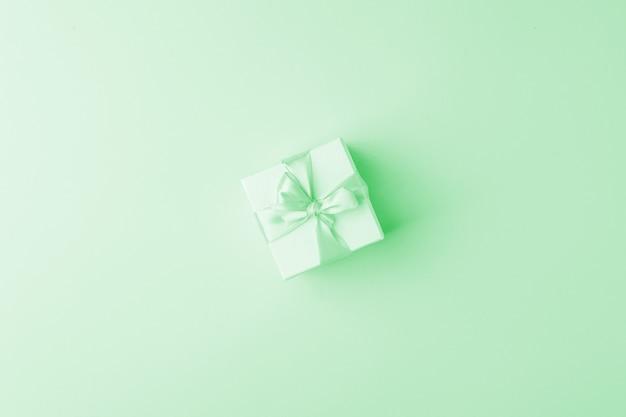 Caja de regalo color pastel menta