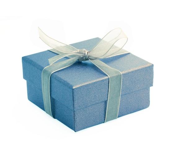 Caja de regalo hermosa con lazo de cinta en blanco