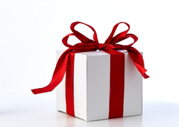 Caja de regalo de lazo rojo con espacio