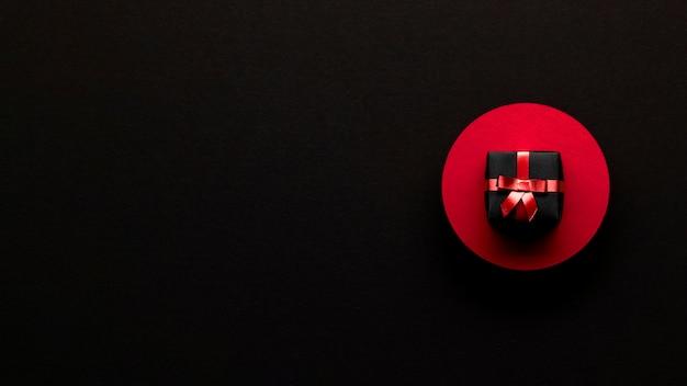 Caja de regalo minimalista concepto de viernes negro