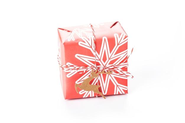 Caja de regalo de navidad aislada