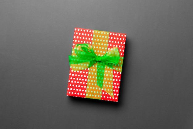 Caja de regalo de san valentín con lazo verde