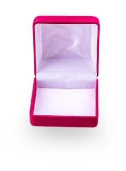 Caja de regalo de terciopelo rojo aislado sobre fondo blanco.