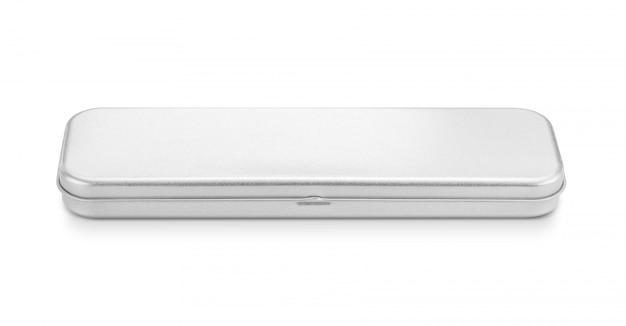 Caja stanless en blanco para lápiz o papelería aislado sobre fondo blanco.
