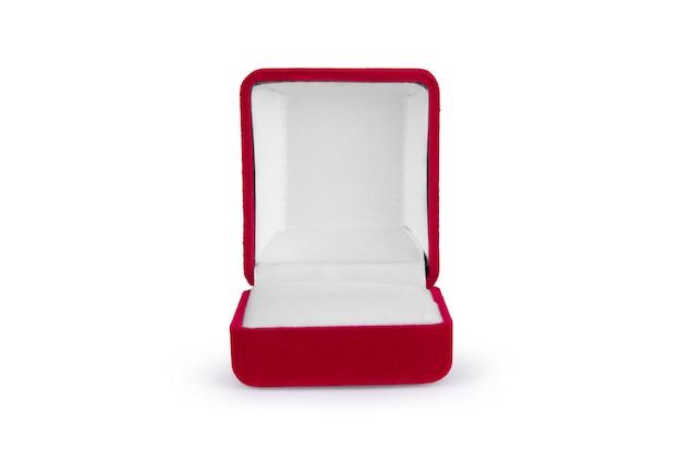 Caja de terciopelo rojo aislado sobre fondo blanco.