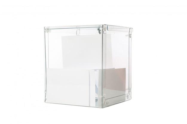 Caja de votación con boletines aislados