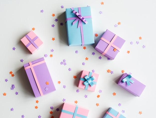 Cajas de regalo en diferentes colores
