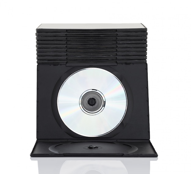 Cajas de dvd con disco sobre fondo blanco